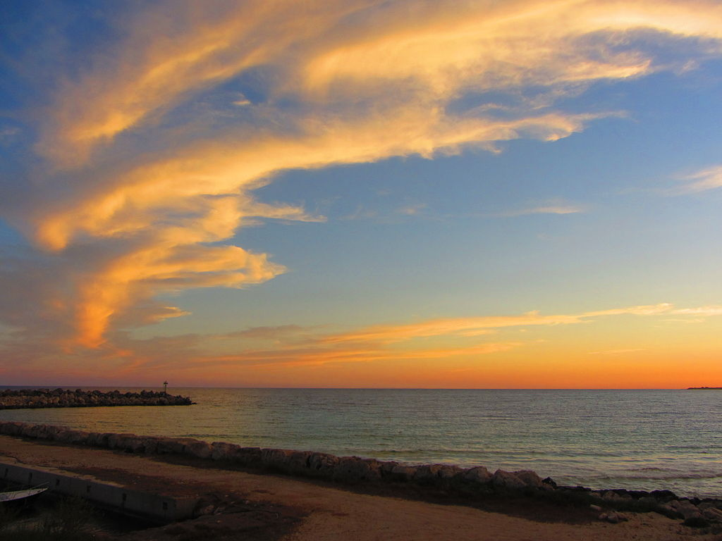 1024px-'_12_-_ITALY_-_holiday_vacation_Salento_(_south_Apulia_)_6_sunset_at_sea